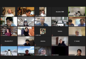 PC上のZoomで参加社員の表情を確認